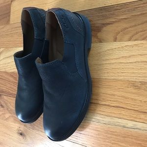 Clark's men's size 7 black loafer